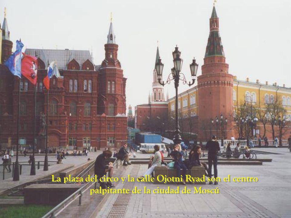La plaza del circo y la calle Ojotni Ryad son el centro