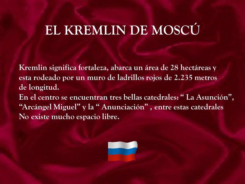 EL KREMLIN DE MOSCÚ Kremlin significa fortaleza, abarca un área de 28 hectáreas y. esta rodeado por un muro de ladrillos rojos de 2.235 metros.