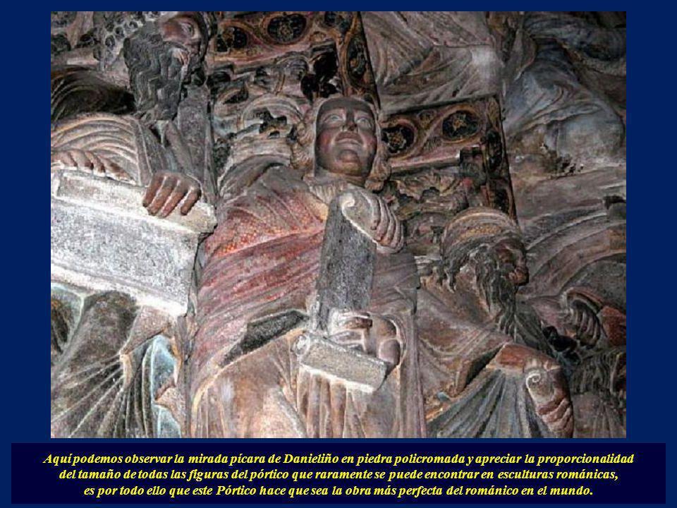 Aquí podemos observar la mirada pícara de Danieliño en piedra policromada y apreciar la proporcionalidad