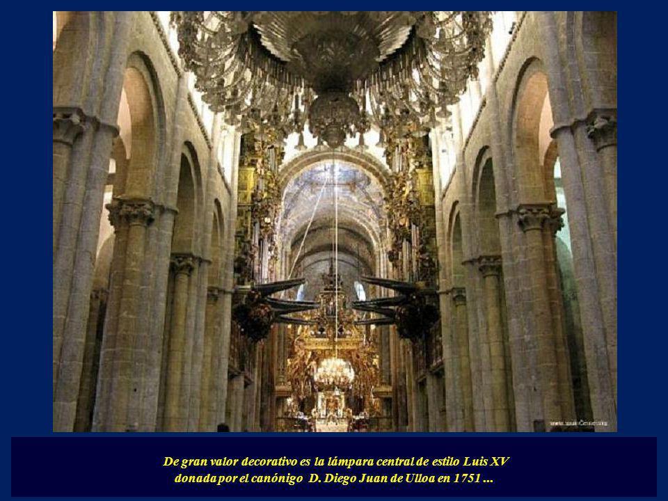 De gran valor decorativo es la lámpara central de estilo Luis XV