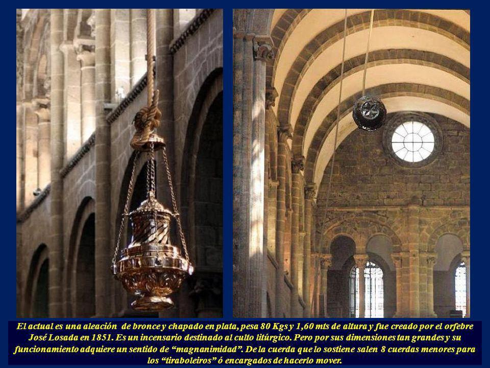 El actual es una aleación de bronce y chapado en plata, pesa 80 Kgs y 1,60 mts de altura y fue creado por el orfebre José Losada en 1851.