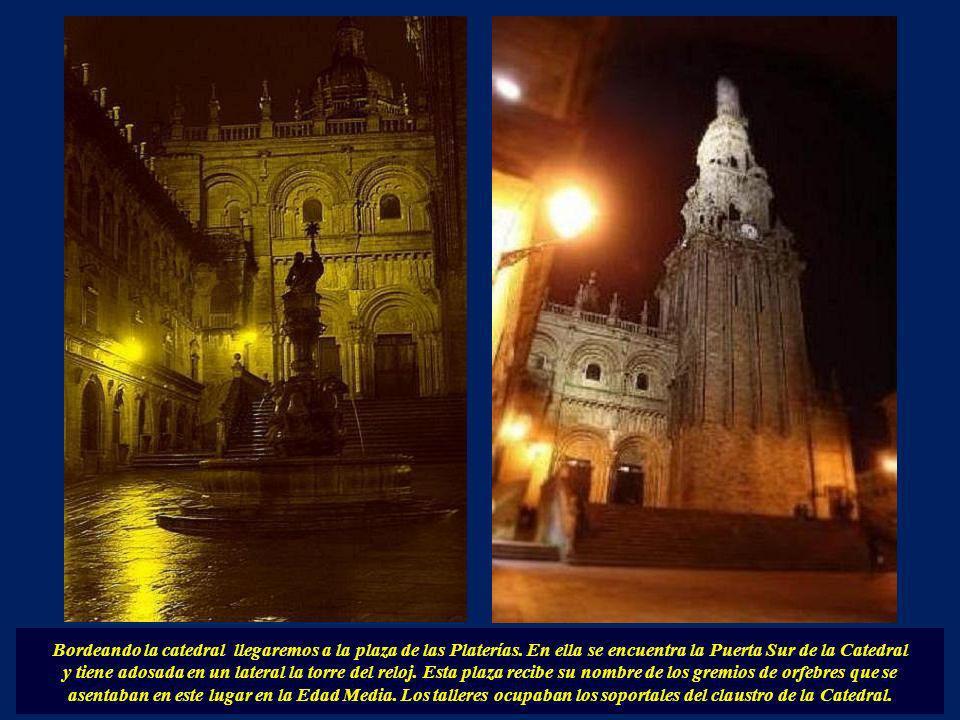 Bordeando la catedral llegaremos a la plaza de las Platerías