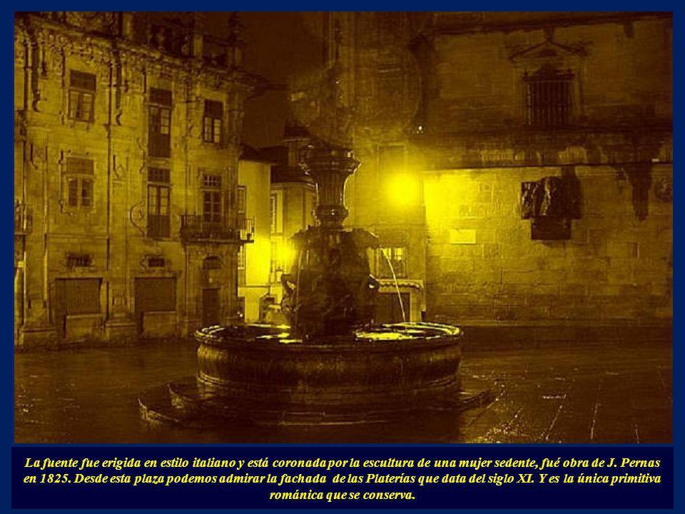La fuente fue erigida en estilo italiano y está coronada por la escultura de una mujer sedente, fué obra de J.