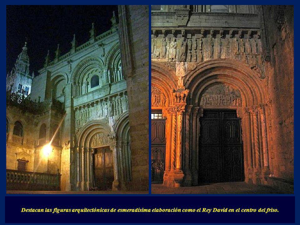 Destacan las figuras arquitectónicas de esmeradísima elaboración como el Rey David en el centro del friso.