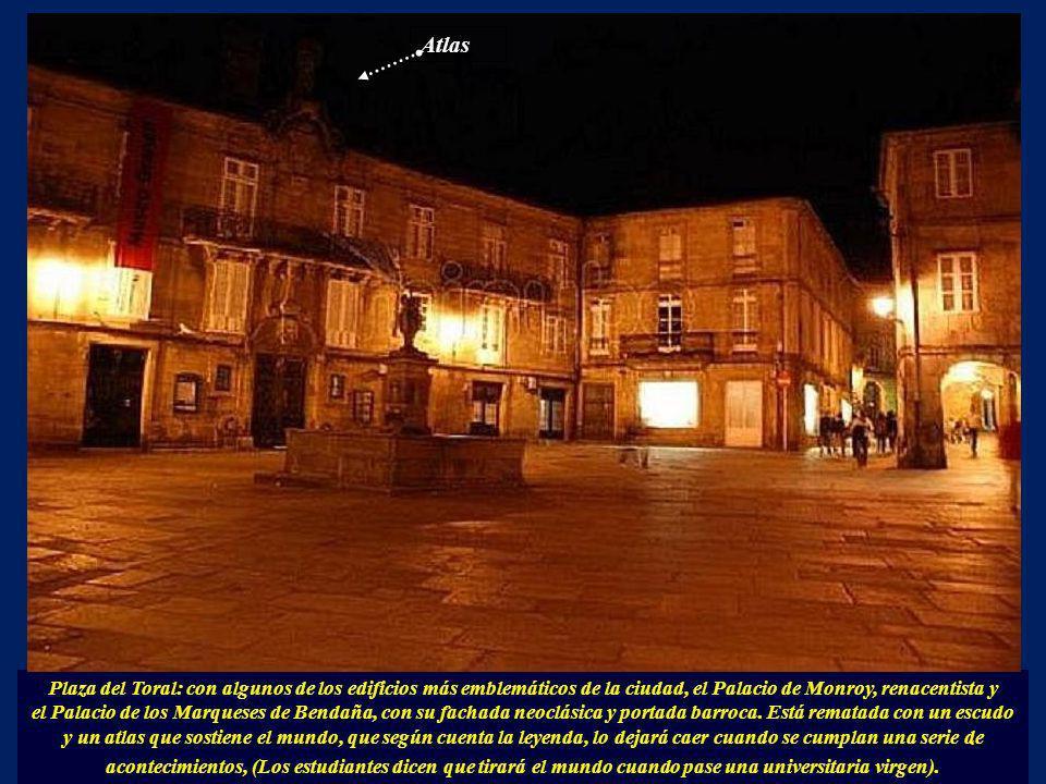 Atlas Plaza del Toral: con algunos de los edificios más emblemáticos de la ciudad, el Palacio de Monroy, renacentista y.