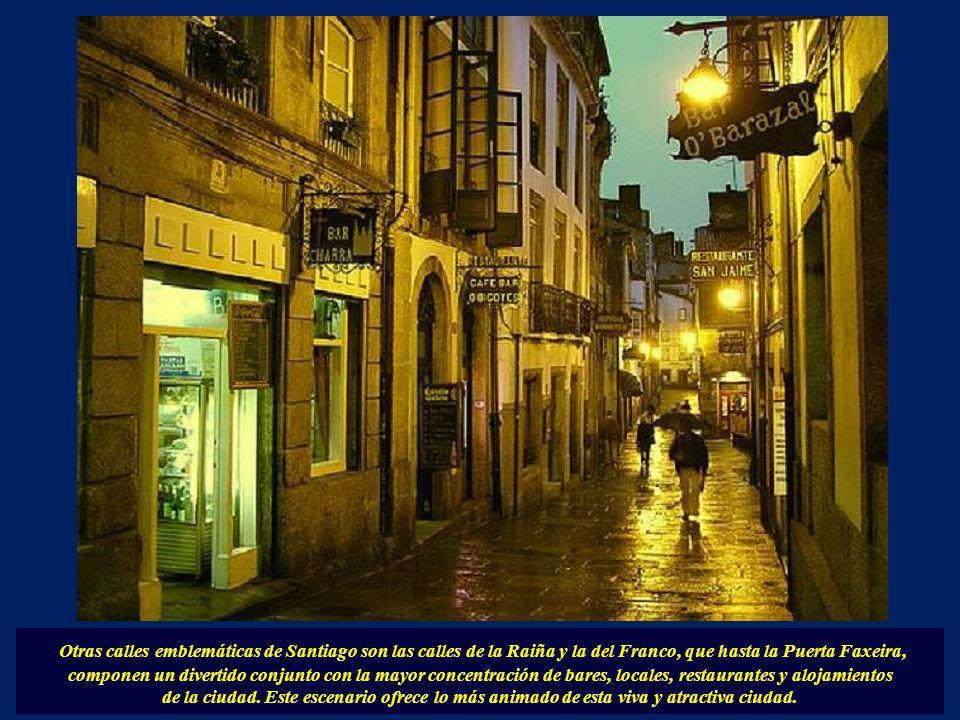Otras calles emblemáticas de Santiago son las calles de la Raiña y la del Franco, que hasta la Puerta Faxeira, componen un divertido conjunto con la mayor concentración de bares, locales, restaurantes y alojamientos