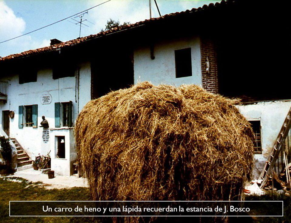 Un carro de heno y una lápida recuerdan la estancia de J. Bosco