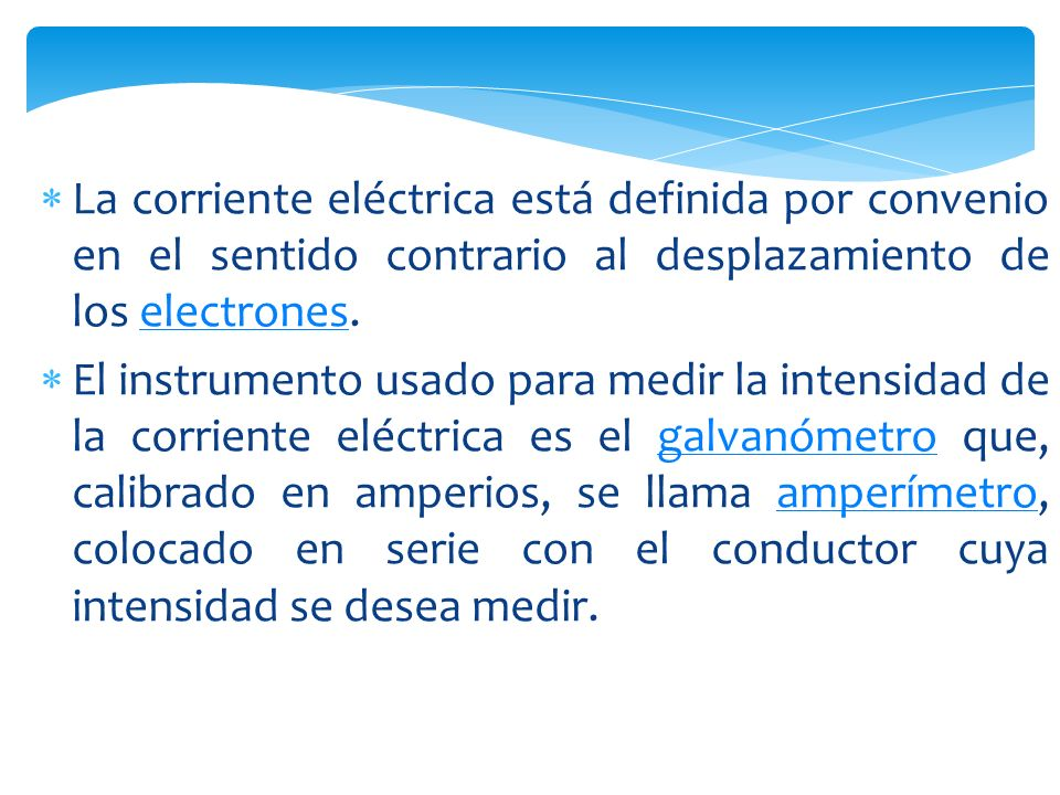 La corriente eléctrica está definida por convenio en el sentido contrario al desplazamiento de los electrones.