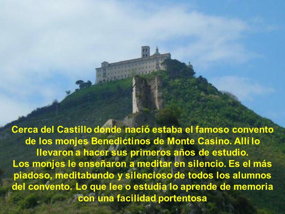 Cerca del Castillo donde nació estaba el famoso convento de los monjes Benedictinos de Monte Casino. Allí lo llevaron a hacer sus primeros años de estudio.