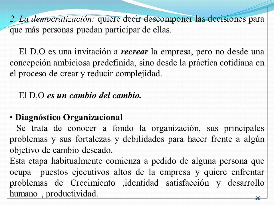 2. La democratización: quiere decir descomponer las decisiones para que más personas puedan participar de ellas.