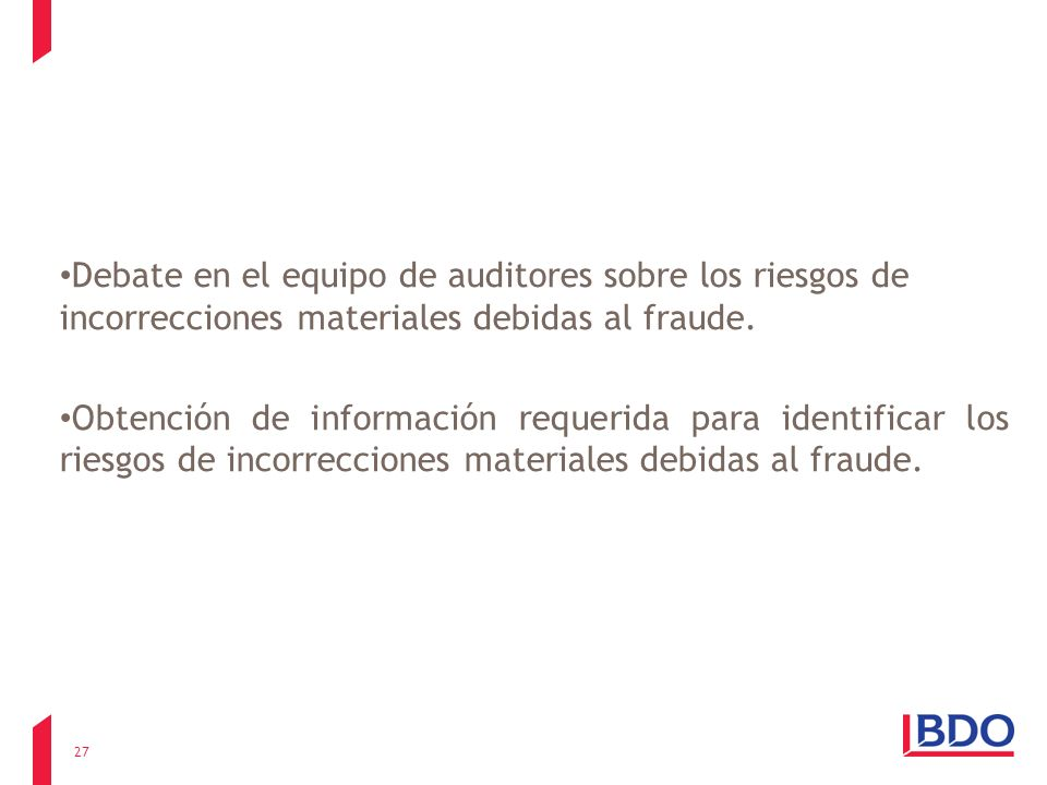 Debate en el equipo de auditores sobre los riesgos de incorrecciones materiales debidas al fraude.