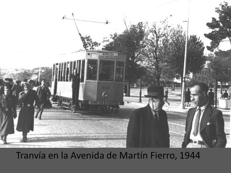 Tranvía en la Avenida de Martín Fierro, 1944