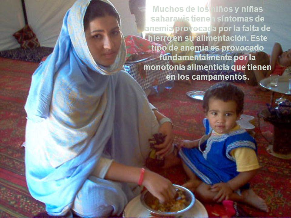 Muchos de los niños y niñas saharauis tienen síntomas de anemia provocada por la falta de hierro en su alimentación.