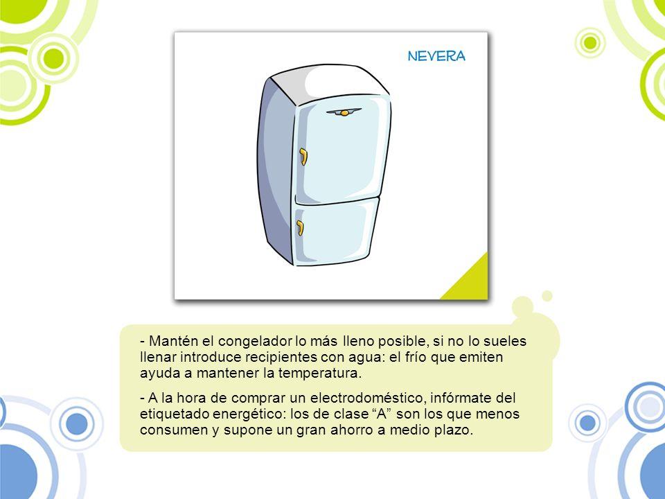 Mantén el congelador lo más lleno posible, si no lo sueles llenar introduce recipientes con agua: el frío que emiten ayuda a mantener la temperatura.