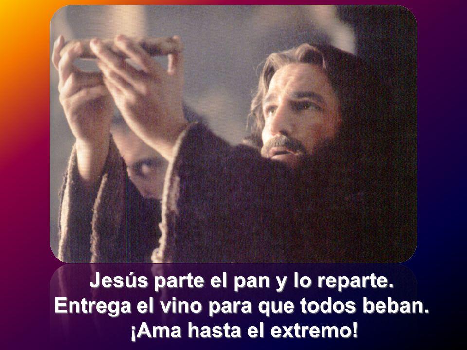 Jesús parte el pan y lo reparte. Entrega el vino para que todos beban.