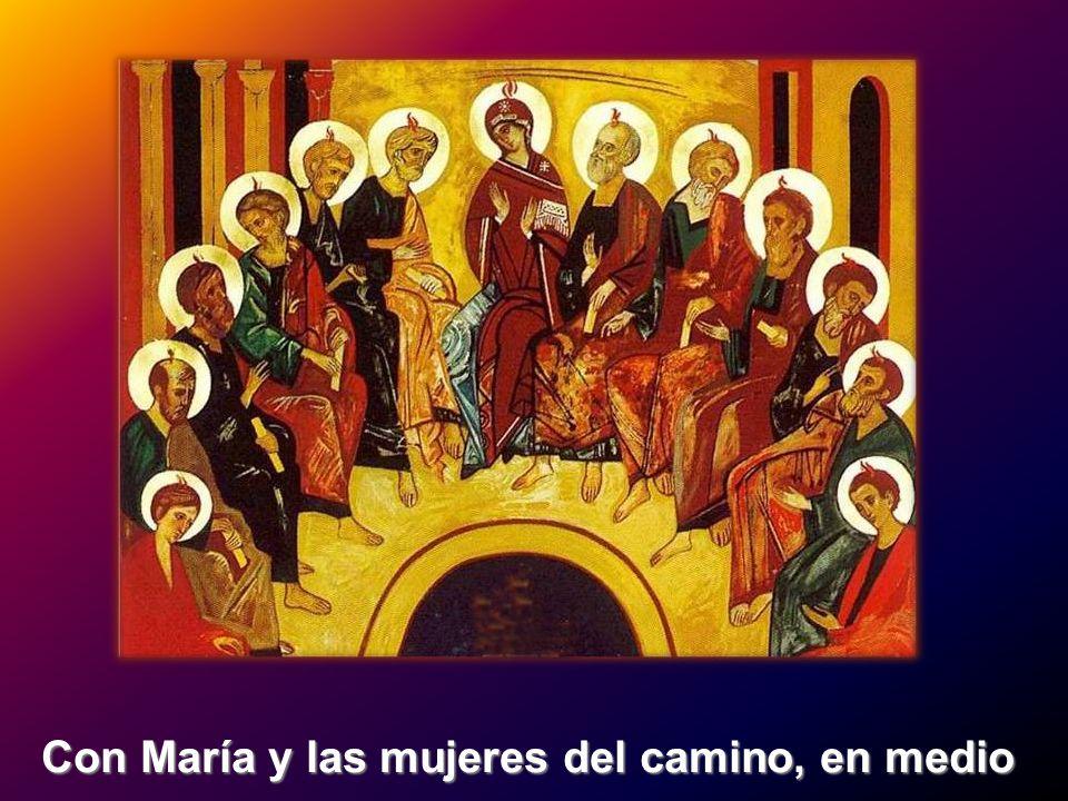 Con María y las mujeres del camino, en medio