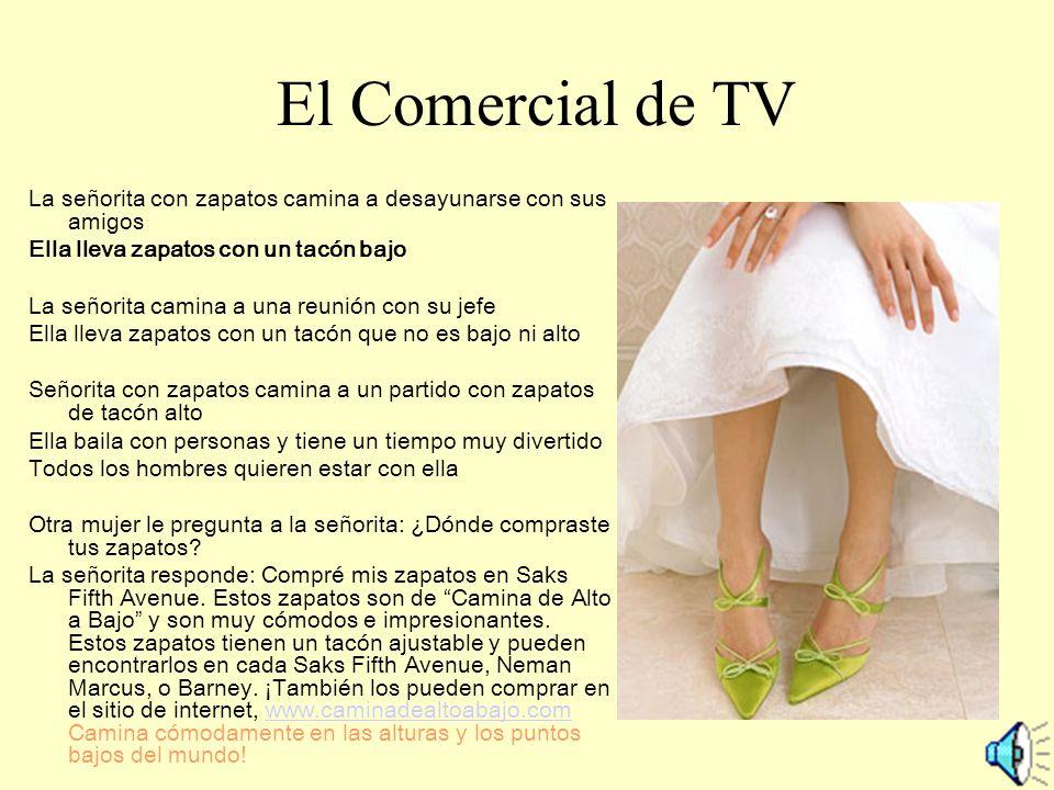 El Comercial de TV La señorita con zapatos camina a desayunarse con sus amigos. Ella lleva zapatos con un tacón bajo.