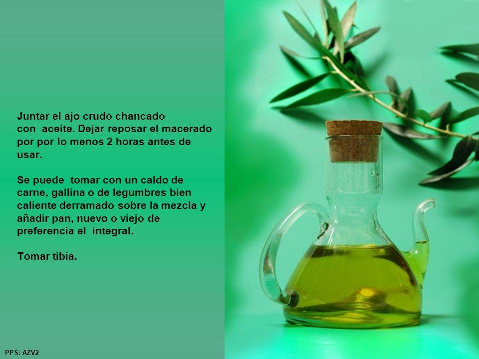 Juntar el ajo crudo chancado con aceite