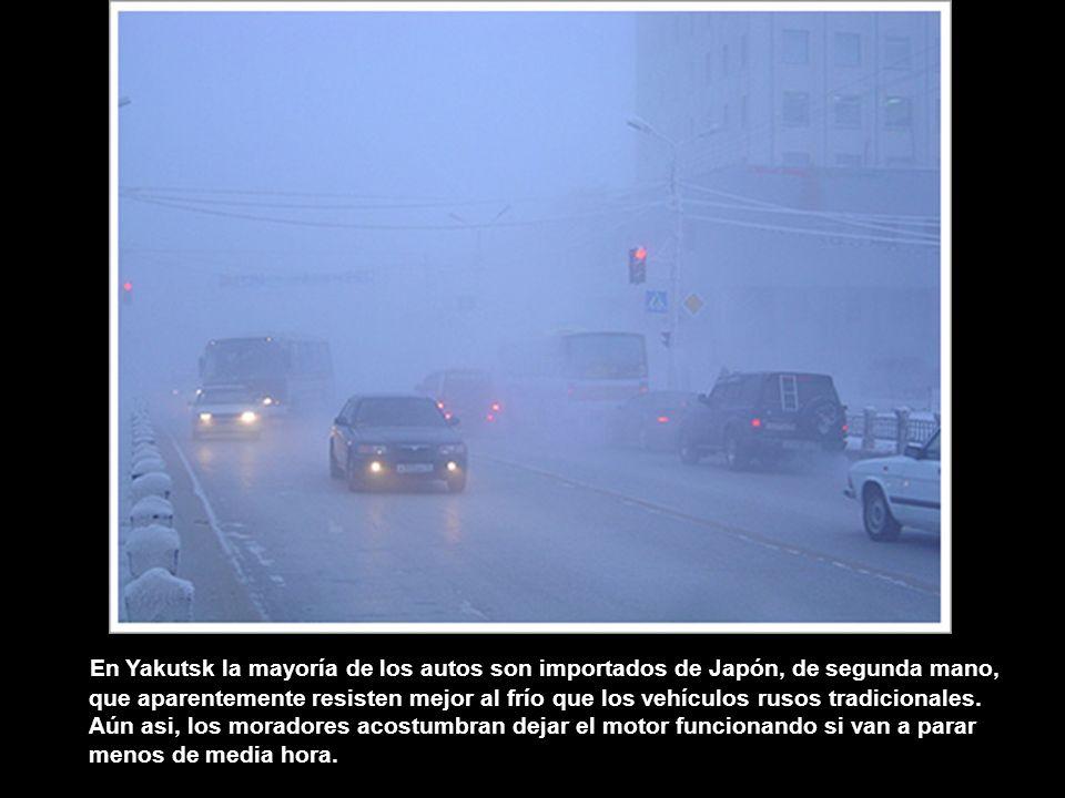 En Yakutsk la mayoría de los autos son importados de Japón, de segunda mano, que aparentemente resisten mejor al frío que los vehículos rusos tradicionales.