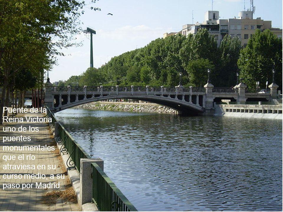 Puente de la Reina Victoria uno de los puentes monumentales que el río atraviesa en su curso medio, a su paso por Madrid.
