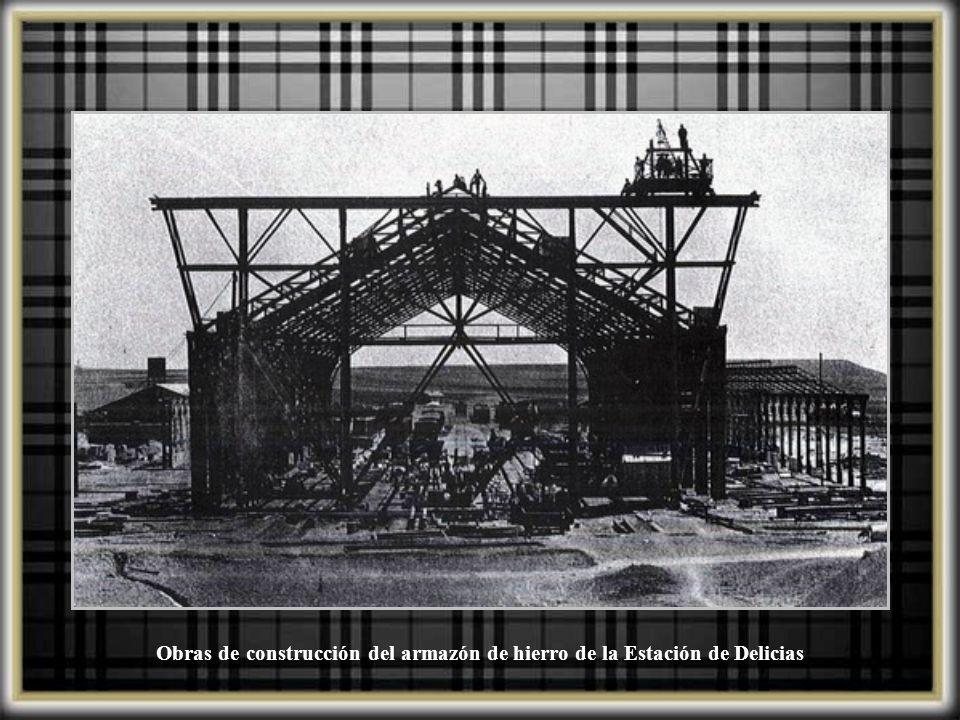 Obras de construcción del armazón de hierro de la Estación de Delicias