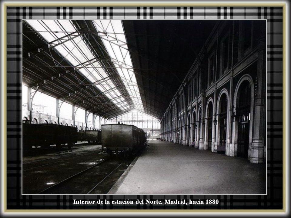 Interior de la estación del Norte. Madrid, hacia 1880