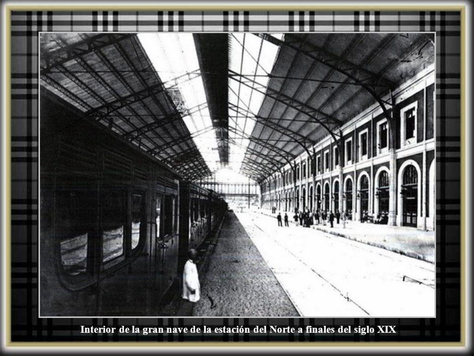 Interior de la gran nave de la estación del Norte a finales del siglo XIX