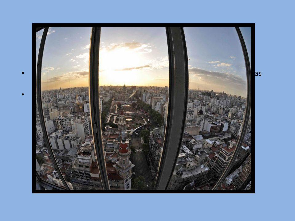 El Palacio Barolo fue el primer edificio de hormigón armado y el mas alto de Buenos Aires hasta la construcción del Kavanagh (1935)