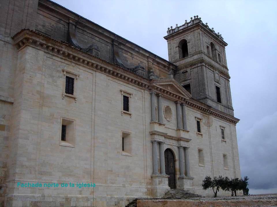 Fachada norte de la iglesia