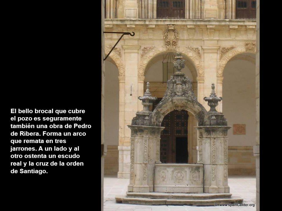 El bello brocal que cubre el pozo es seguramente también una obra de Pedro de Ribera.