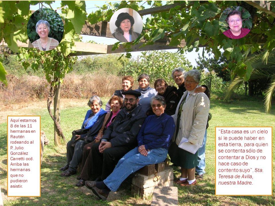 Aquí estamos 8 de las 11 hermanas en Rautén rodeando al P