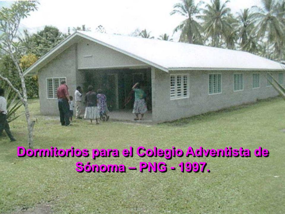 Dormitorios para el Colegio Adventista de Sónoma – PNG - 1997.