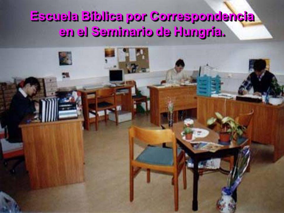 Escuela Bíblica por Correspondencia en el Seminario de Hungría.