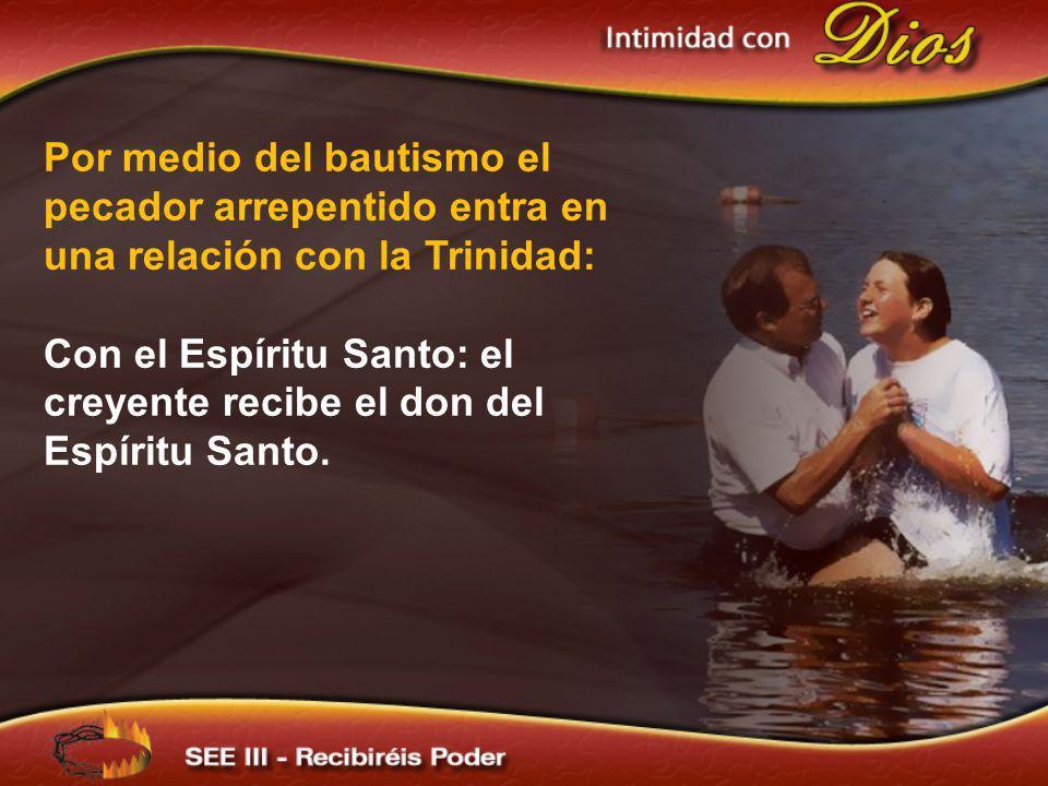 Con el Espíritu Santo: el creyente recibe el don del Espíritu Santo.
