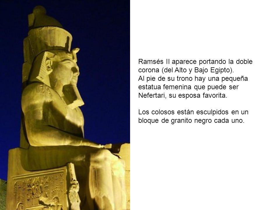Ramsés II aparece portando la doble