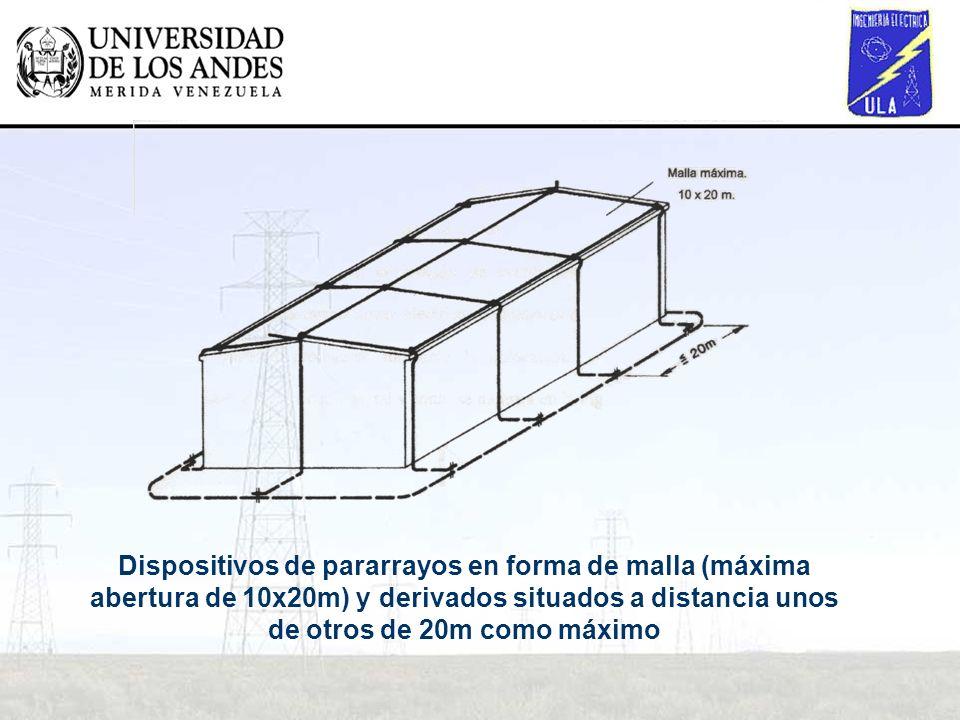 Dispositivos de pararrayos en forma de malla (máxima abertura de 10x20m) y derivados situados a distancia unos de otros de 20m como máximo