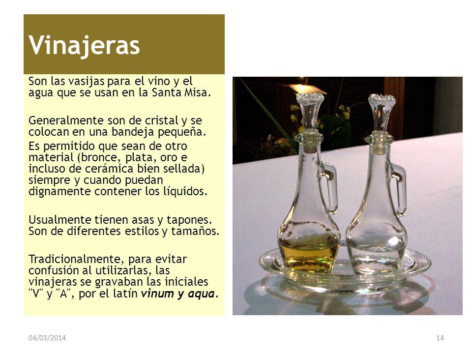 Vinajeras Son las vasijas para el vino y el agua que se usan en la Santa Misa. Generalmente son de cristal y se colocan en una bandeja pequeña.