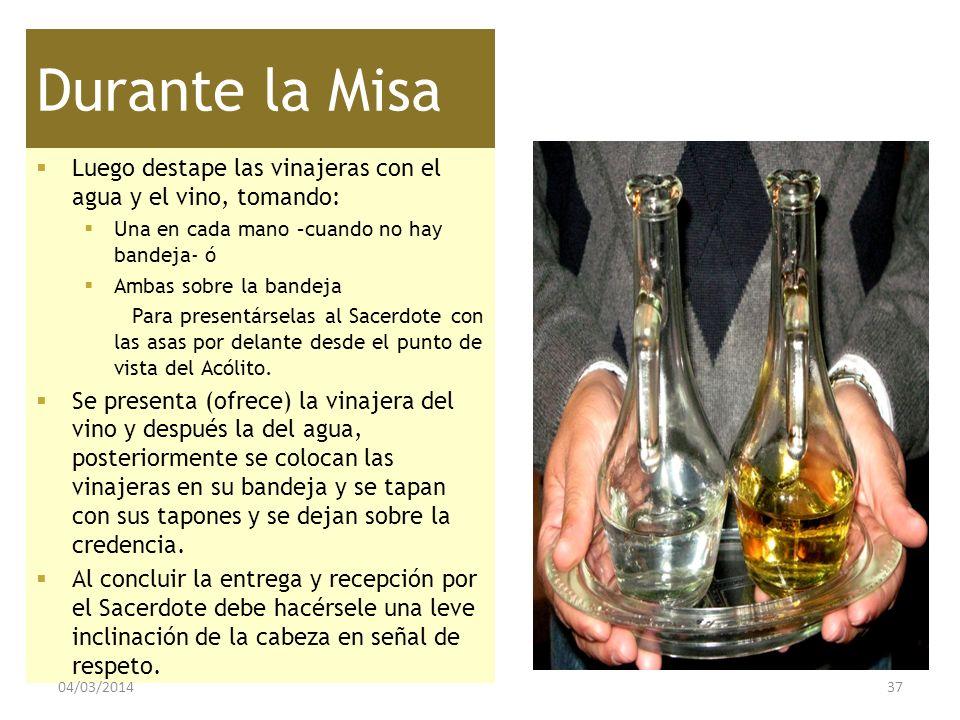 Durante la Misa Luego destape las vinajeras con el agua y el vino, tomando: Una en cada mano –cuando no hay bandeja- ó.