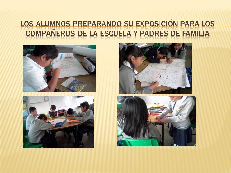 LOS ALUMNOS PREPARANDO SU EXPOSICIÓN PARA LOS COMPAÑEROS DE LA ESCUELA Y PADRES DE FAMILIA