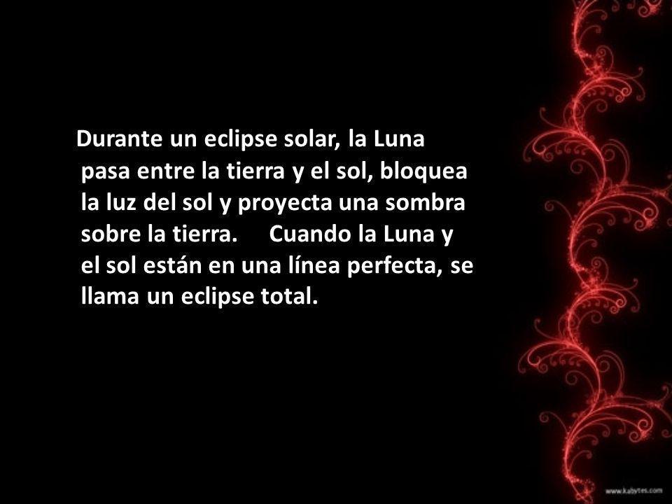 Durante un eclipse solar, la Luna pasa entre la tierra y el sol, bloquea la luz del sol y proyecta una sombra sobre la tierra.