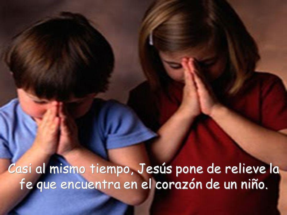 Casi al mismo tiempo, Jesús pone de relieve la fe que encuentra en el corazón de un niño.