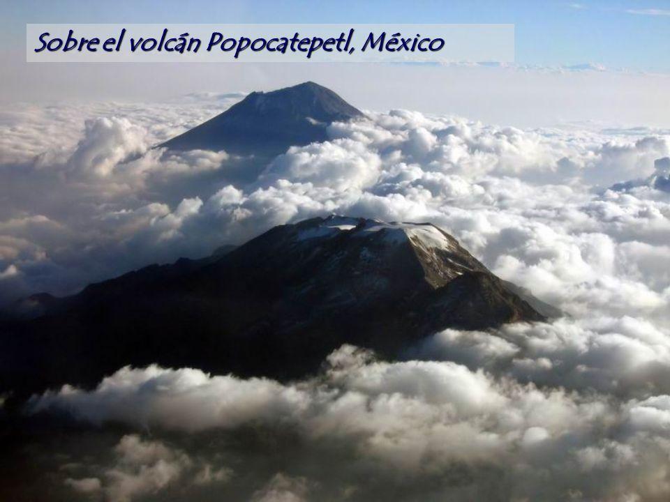 Sobre el volcán Popocatepetl, México
