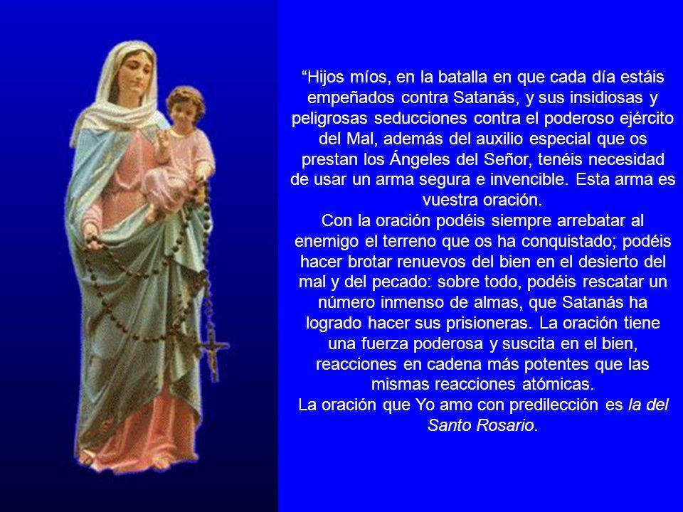 La oración que Yo amo con predilección es la del Santo Rosario.