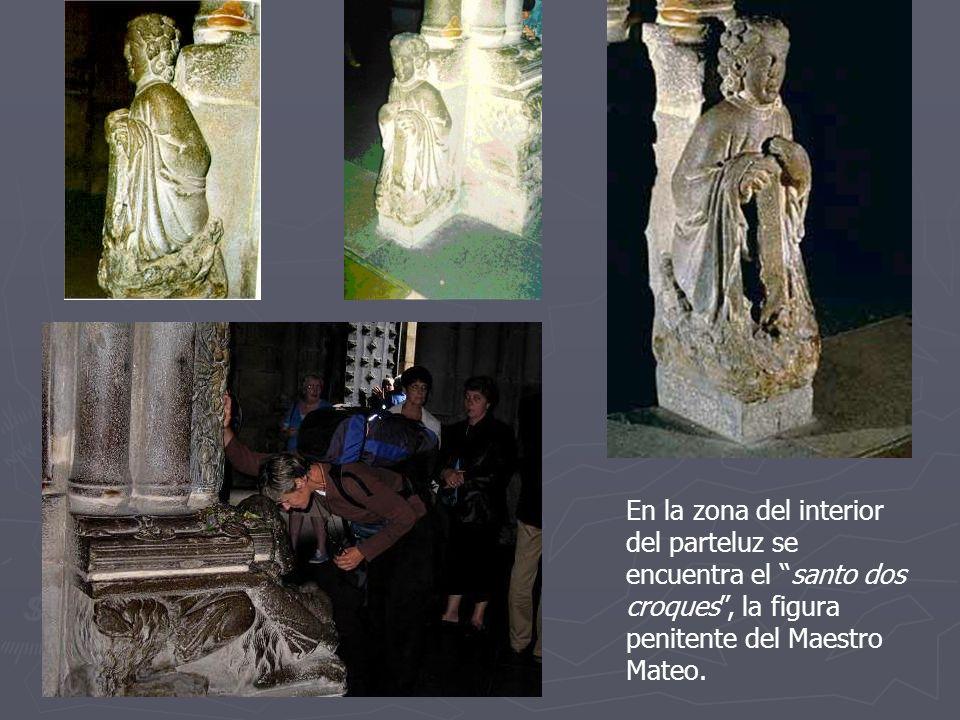 En la zona del interior del parteluz se encuentra el santo dos croques , la figura penitente del Maestro Mateo.
