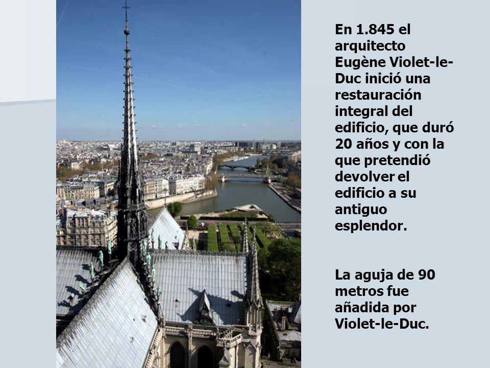En 1.845 el arquitecto Eugène Violet-le-Duc inició una restauración integral del edificio, que duró 20 años y con la que pretendió devolver el edificio a su antiguo esplendor.