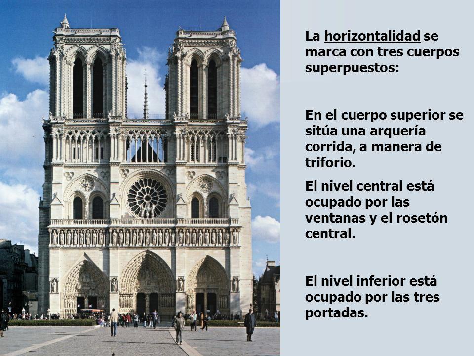 La horizontalidad se marca con tres cuerpos superpuestos: