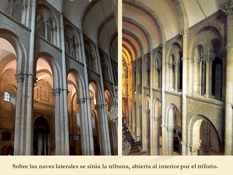 Sobre las naves laterales se sitúa la tribuna, abierta al interior por el triforio.