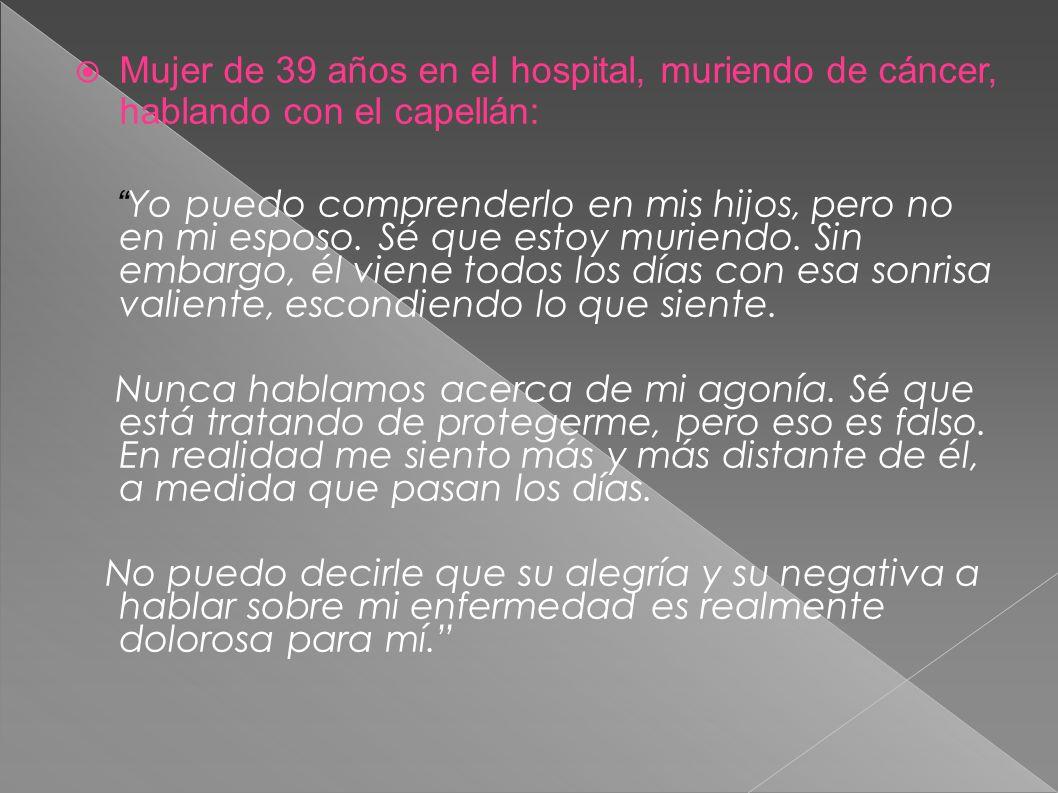 Mujer de 39 años en el hospital, muriendo de cáncer, hablando con el capellán: