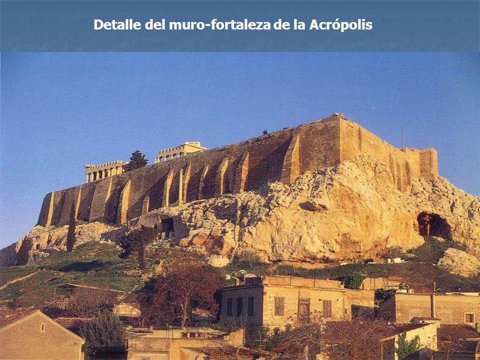 Detalle del muro-fortaleza de la Acrópolis