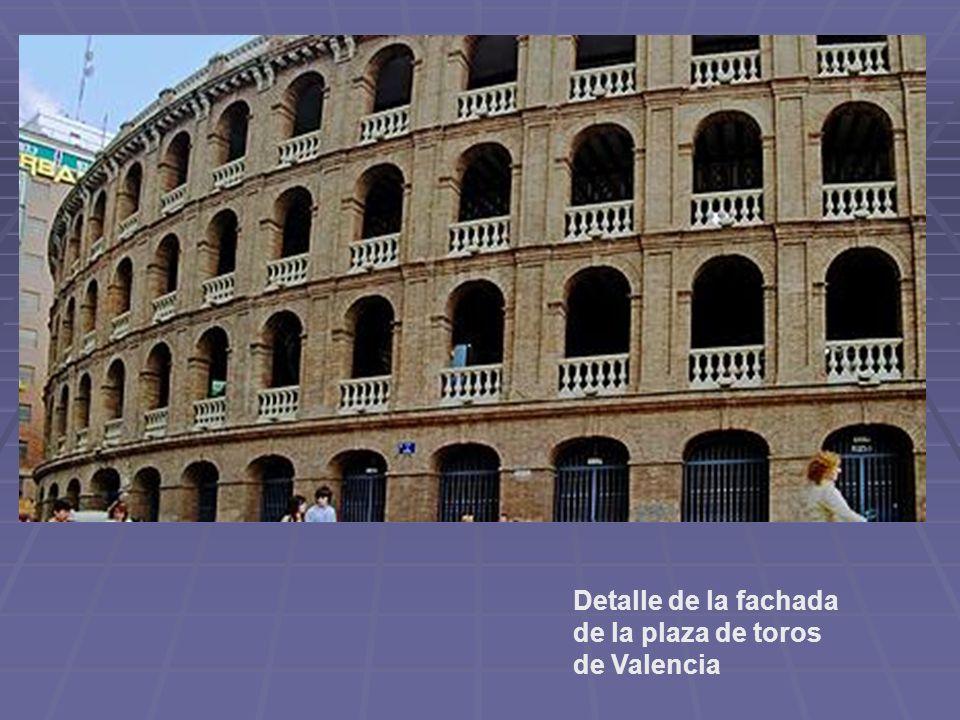 Detalle de la fachada de la plaza de toros de Valencia